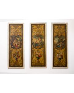 2007-Lote de tres paneles decorativos procedentes de un biombo. Con decoración pintada estilo rococó a base de jarrones con flores y escenas pastoriles. Al