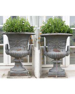 509-Pareja de grandes copas o Vasos Medici en hierro fundido. ff. s. XIX.