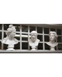 503-Lote de tres decorativos bustos clásicos en cerámica pintada en blanco.