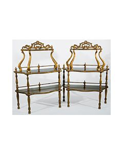 2008-Pareja de estanterías de estilo victoriano en madera tallada.