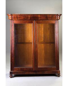 2002-Elegante vitrina en madera de caoba.